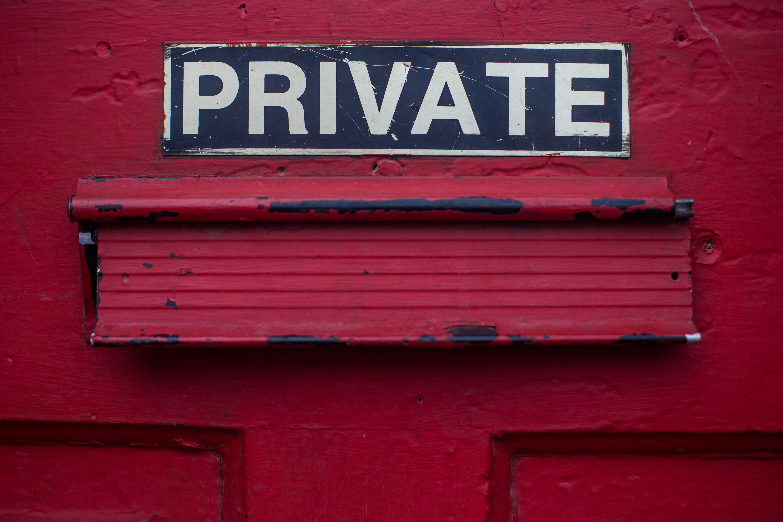 Upute za uklanjanje osobnih podataka s društvenih mreža i Google-a